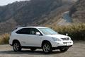 В стандартное оборудование новой модели входит и система обеспечения устойчивости шасси VDIM, которая устанавливается также и на такую модель, как Toyota Crown Majesta. Это устройство начинает действовать и устойчиво держит кузов еще до того, как начинают скользить шины.