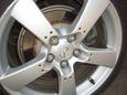 Сзади у автомобиля тормозные диски большого диаметра и, соответственно, в целом мощные тормоза