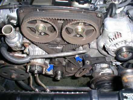 """ремень ГРМ на двигателе Toyota 1G-GE""""ленивец"""" и натяжной ролик"""