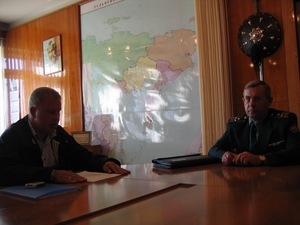 Замначальника ДВТУ Александр Воробьев и председатель согласительной комиссии Дмитрий Пенязь